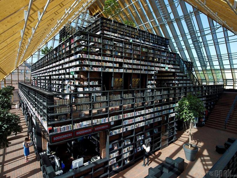 Спикениссийн уулан дээрх номын сан, Нидерланд