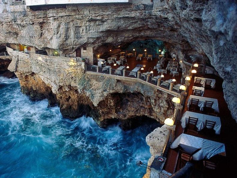 """Grotta Palazzese"" зочид буудал, Итали"