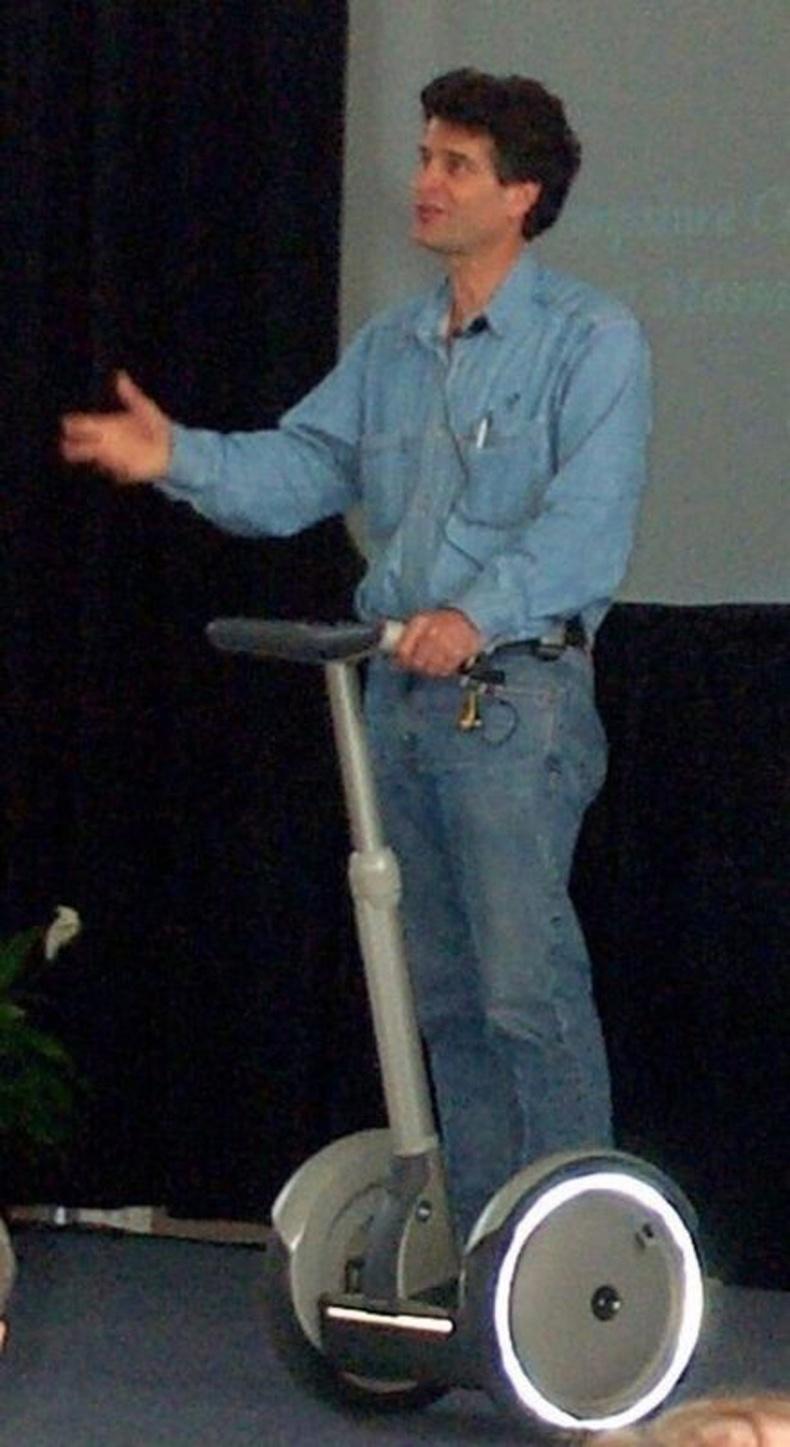 Хамгийн анхны скүүтер, Зохион бүтээгч Дин Камен (Dean Kamen) - 2001 он