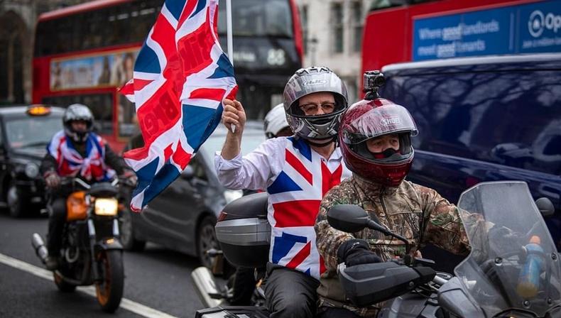 Их Британичууд Европын холбооноос гарсан баяраа ингэж тэмдэглэжээ (30 фото)