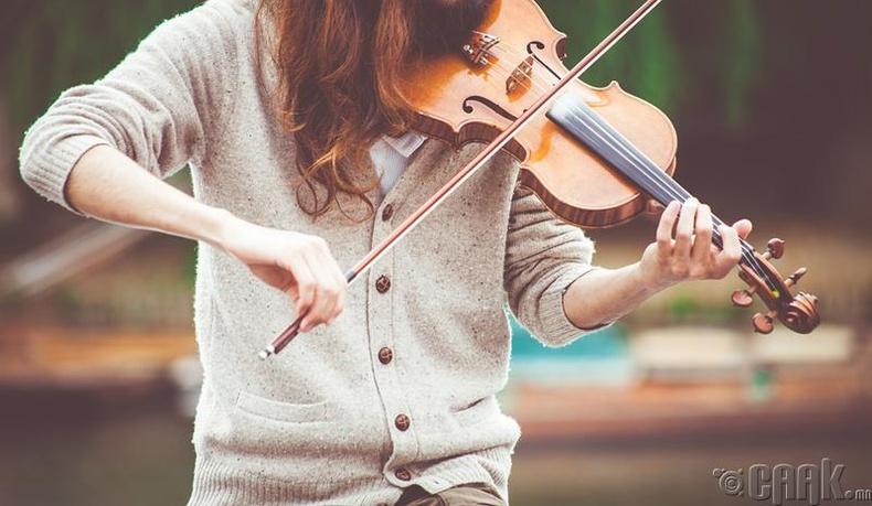Хөгжимчин, зураач, яруу найрагч, жүжигчин
