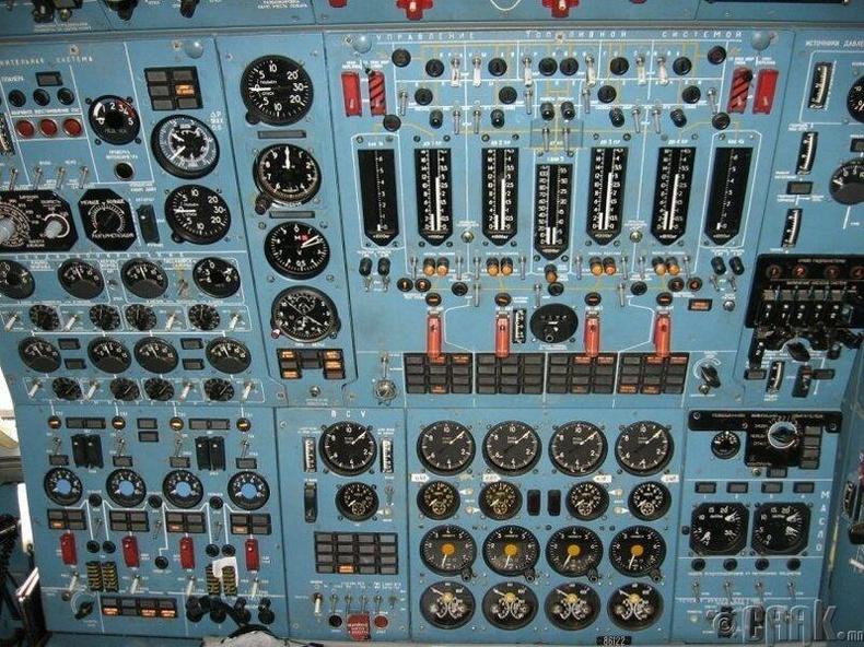 """1959 оны """"Ту-114"""" онгоцны түлшний хяналтын хэсэг"""