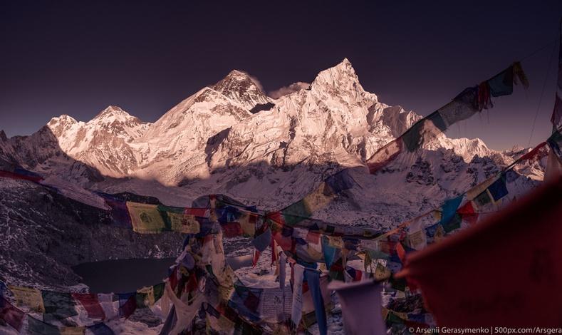 Эверестийн оргил дээрх сүсэгтнүүдийн туг, Арсений Герасименко