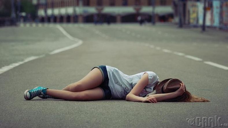 Зам дээр унтах