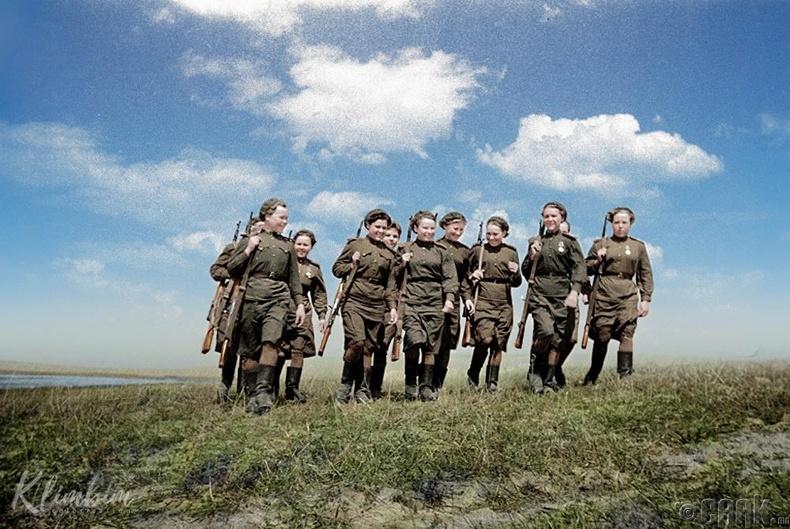 Беларусын 2-р фронтын эмэгтэй мэргэн буучид - 1944 он
