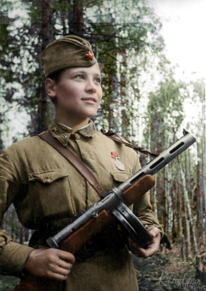 Улаан армийн цэргийн эмч - 1942 он