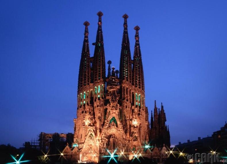 """Барселон дахь """"Sagrada Familia""""-ийн сүм баригдаж дуусах болно - 2026 он"""
