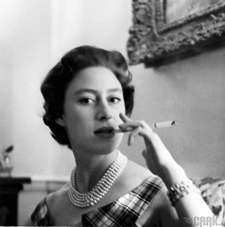 Их Британийн гүнж Маргарет (Princess Margaret) соруултай тамхийг алдаршуулсан байна
