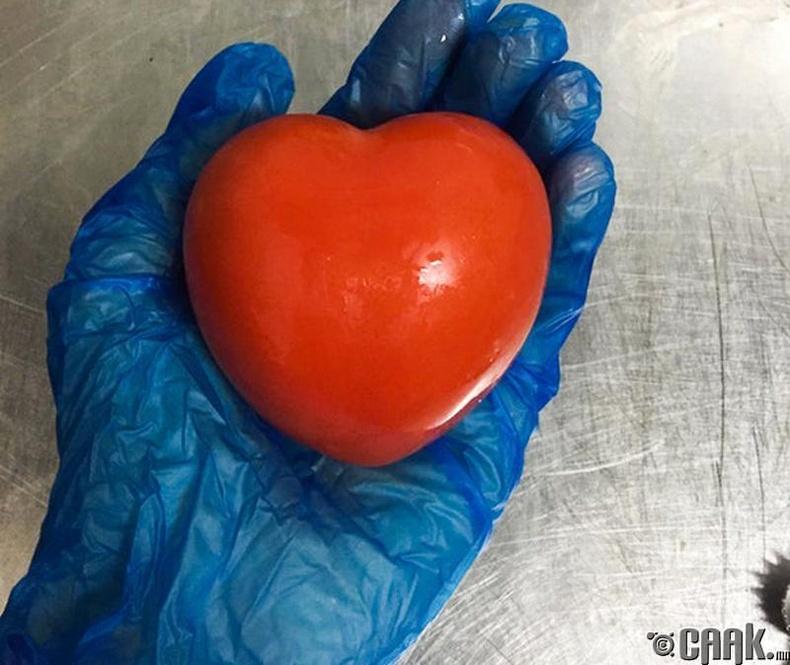 Зүрхэн хэлбэрт улаан лооль
