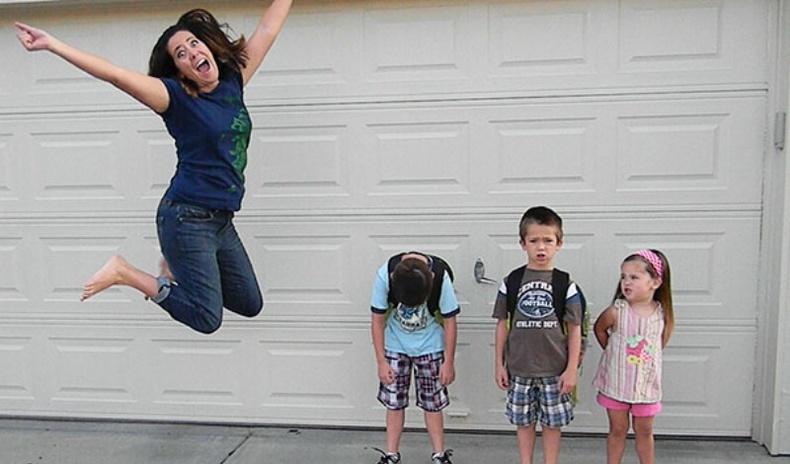 """Хүүхдээ сургууль, цэцэрлэгт нь явуулж """"санаа амарсан"""" эцэг эхчүүдийн хөгжилтэй мөчүүд"""