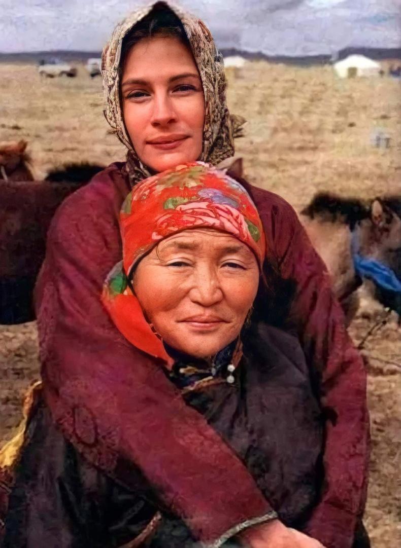 """Жүжигчин Жулиа Робертс  Монголд """"In the Wild"""" баримтат киноны зураг авалтын үеэр, 1999"""