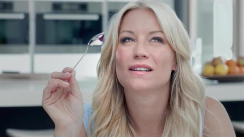 Мөхөөлдөс идэж буй халбагаа доош нь харуулж долоох үед өмнөөс нь санаа зовмоор