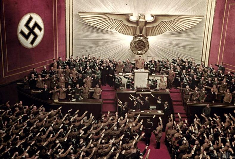 Гитлер Рейхстагт илтгэл тавьж байгаа нь, Берлин - 1939 он