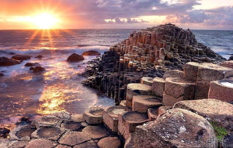 """Умард Ирландын """"Аварга чулуун зам"""""""