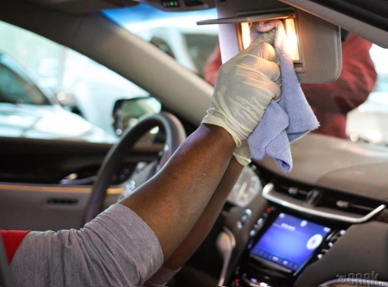 Машины салоныг цэвэрлэх нь