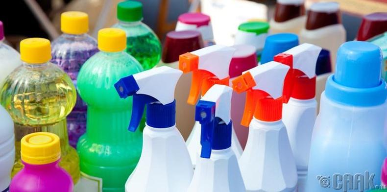 Цэвэрлэгээ хийхдээ химийн бодис ашигладаг