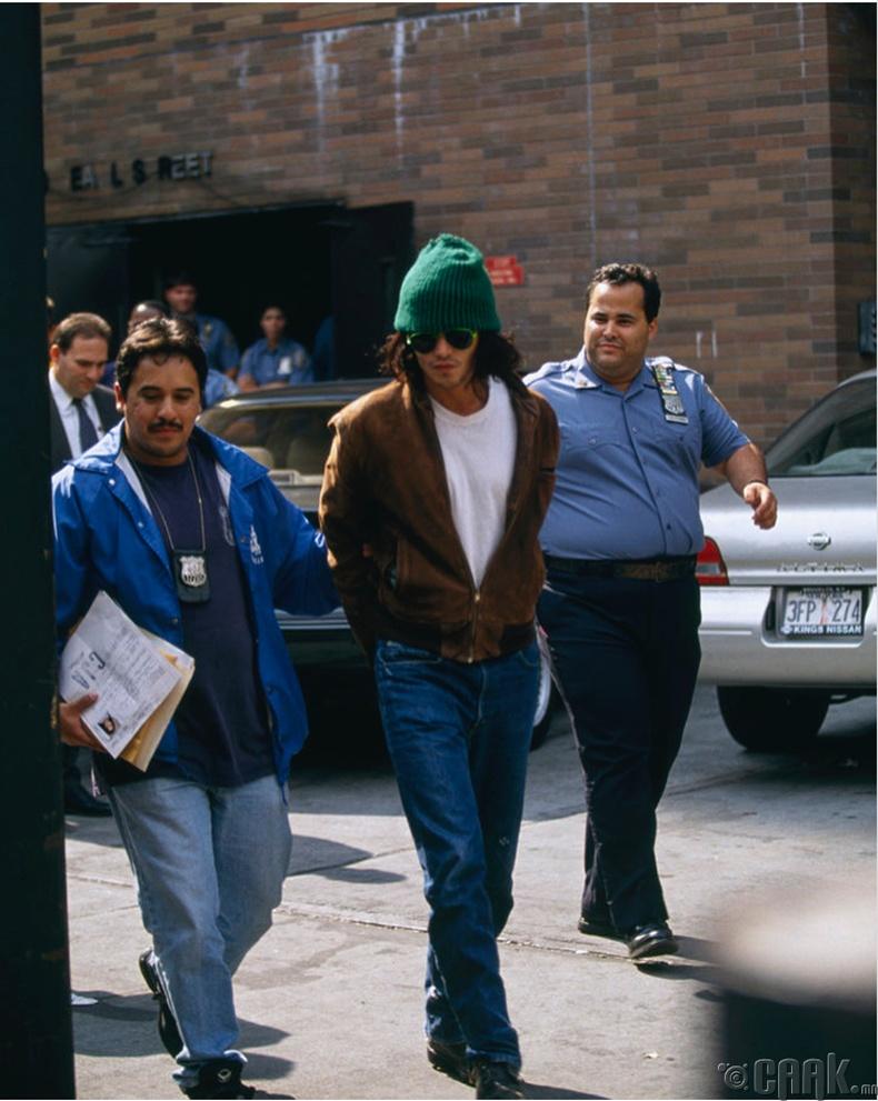 Жонни Депп (Johnny Depp) Нью- Йорк хотод баривчлагдсан нь, 1994 он