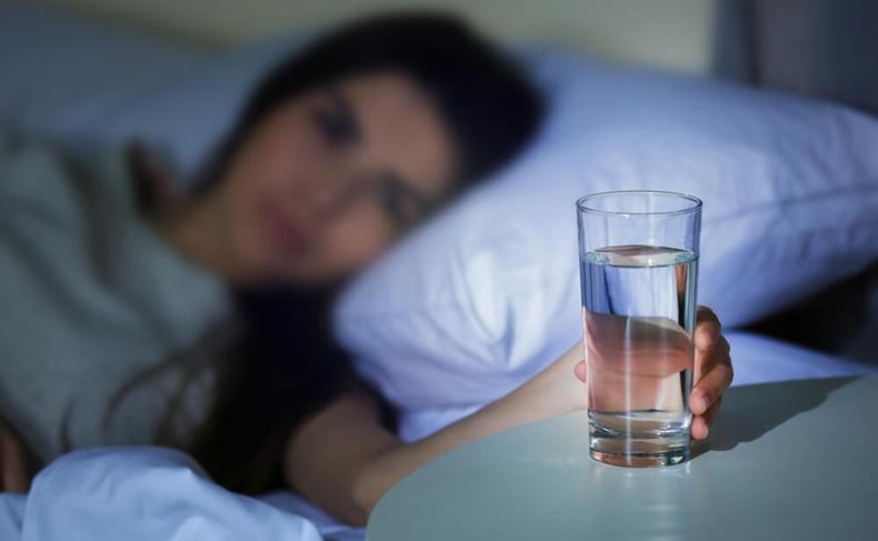 Шөнө яагаад ус ууж болохгүй вэ?