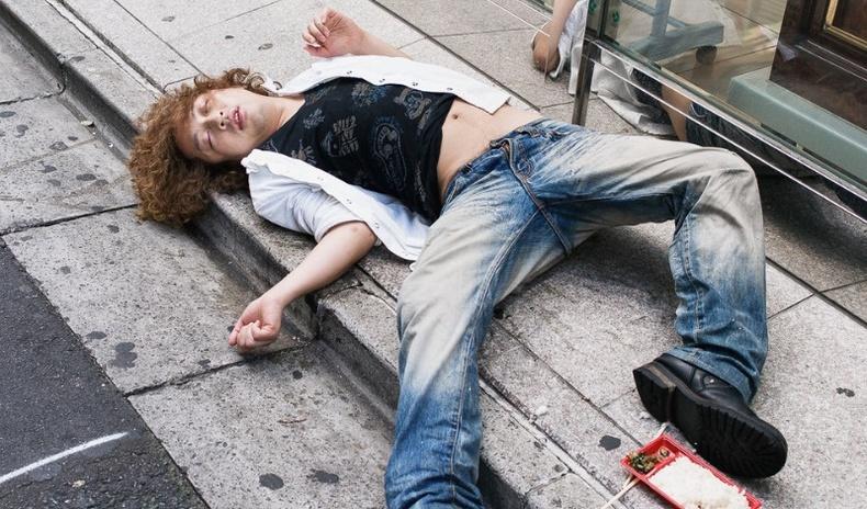 """Японд гудамжинд """"тасарсан"""" хүмүүсийг яагаад хэн ч тоодоггүй вэ? (30 фото)"""