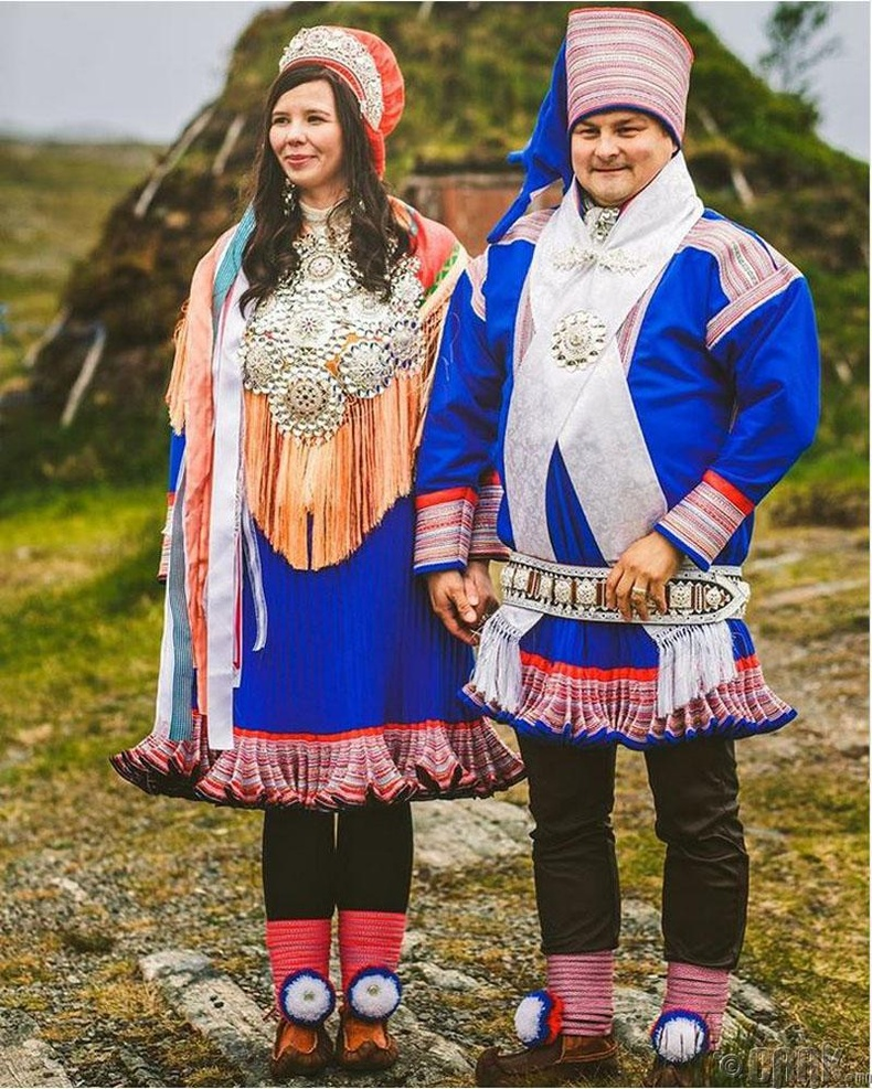 """Норвегичүүд """"бунад"""" хэмээх хуримын өмсгөлтэй. Энэхүү өмсгөл нь муу муухайг хөөдөг гэж тэд үздэг"""