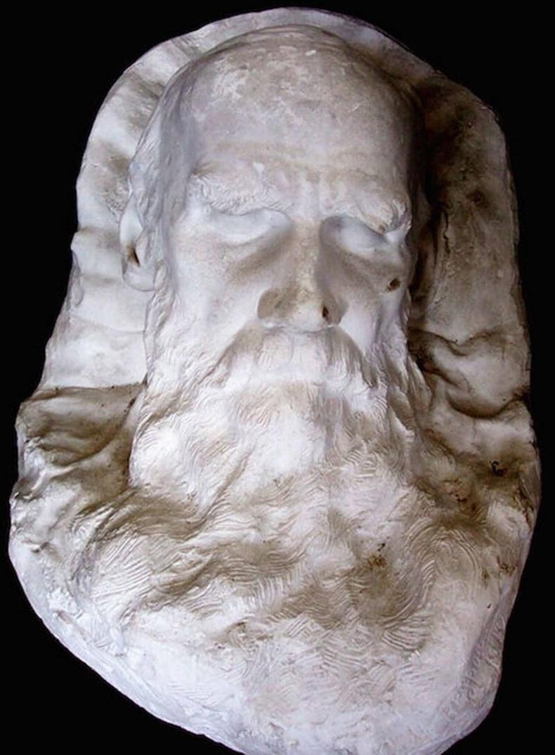 Оросын нэрт зохиолч, анархист Лео Толстой (1828-1910)