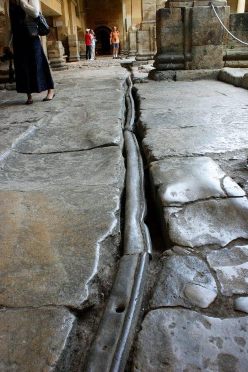 МЭ 2-р зуунд Ромчуудын тавьсан тугалган хоолой - Бат, Англи