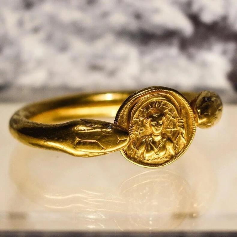 Алтан бугуйвч (Помпей, 1-р зуун)