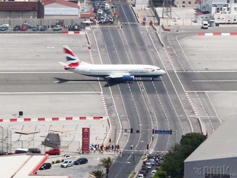 """""""Гибралтара"""" нисэх онгоцны буудал"""