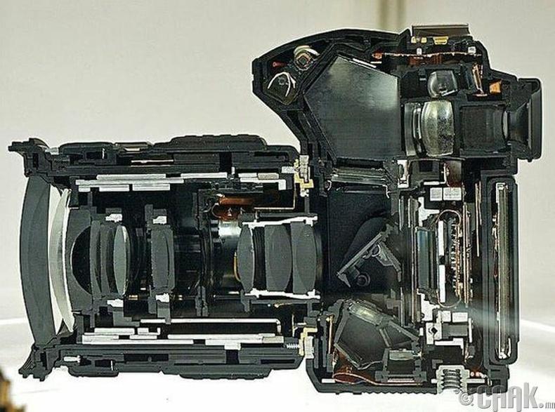 """Орчин үеийн """"SLR"""" камер"""