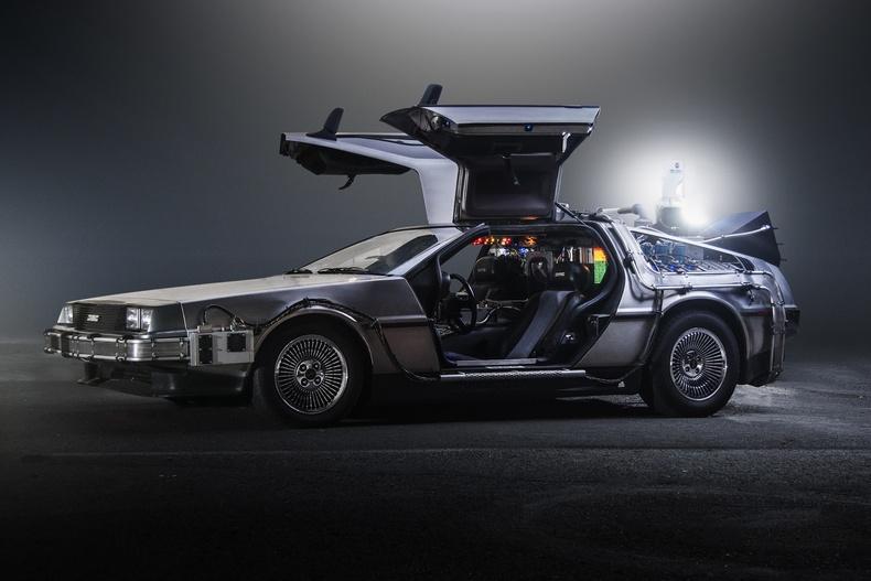 """DeLorean DMC-12 - """"Ирээдүй рүү буцсан нь"""""""