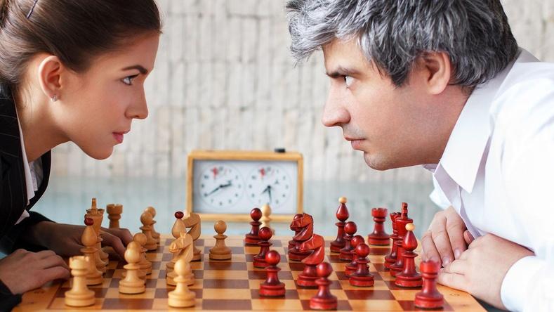 Эрчүүд, эмэгтэйчүүд яагаад тус тусдаа шатар тоглодог вэ?