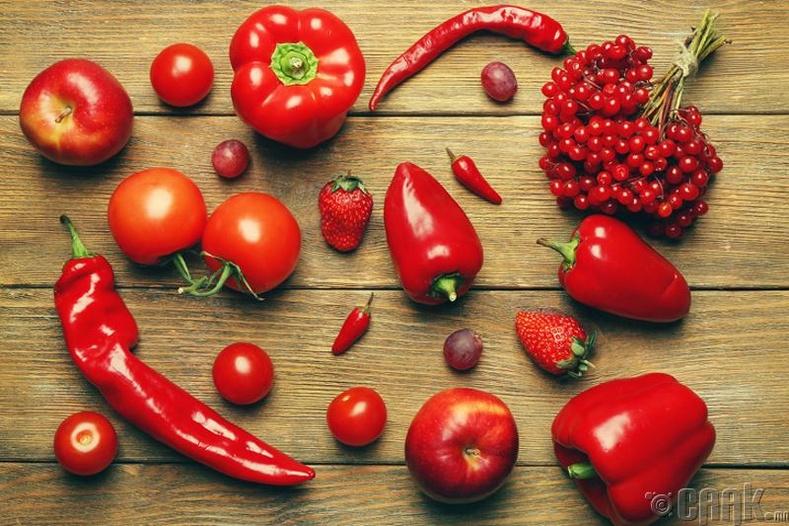 Улаан өнгийн жимс, хүнсний ногоо