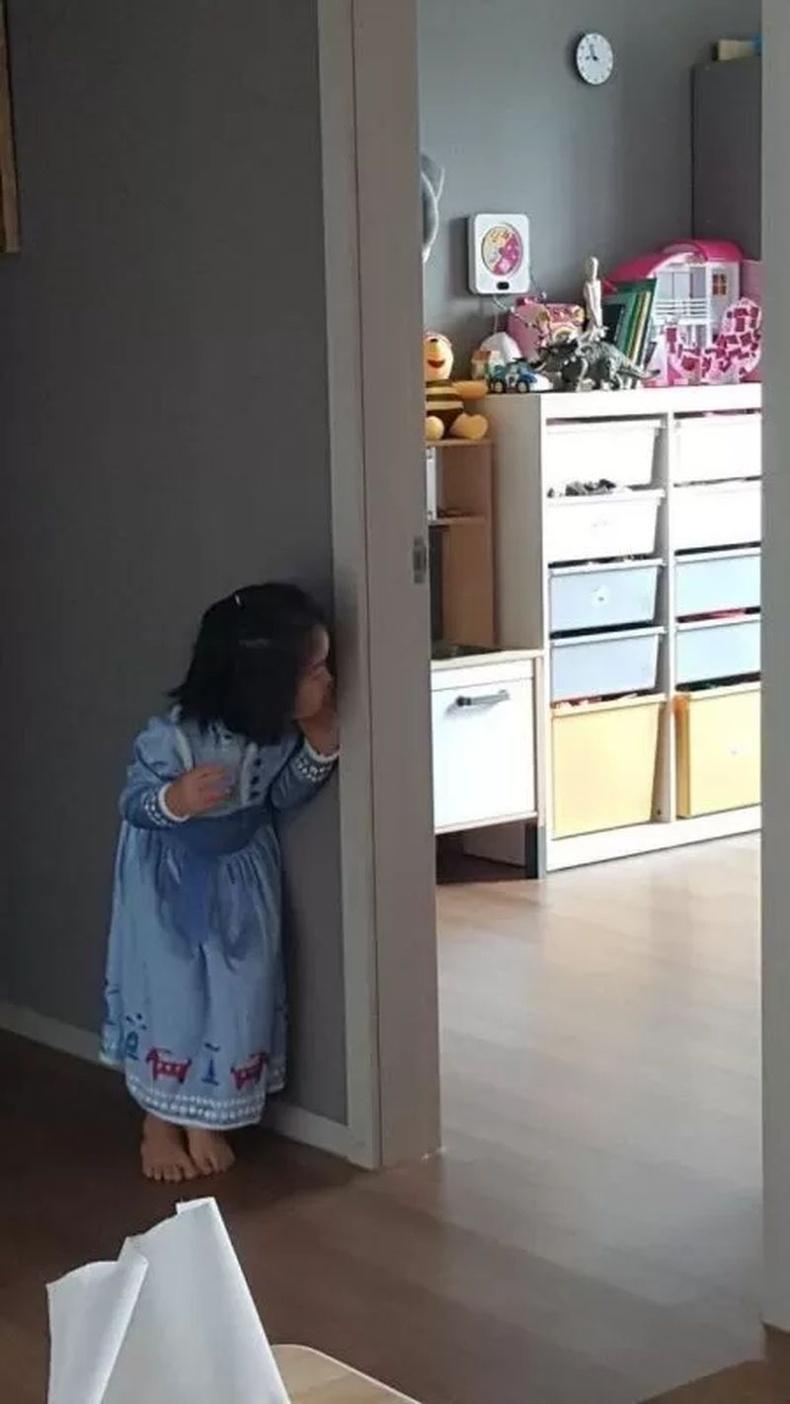 """""""Toy Story үзсэн бяцхан охин тоглоомнуудаа амилахыг нь хүлээж байгаа нь."""""""