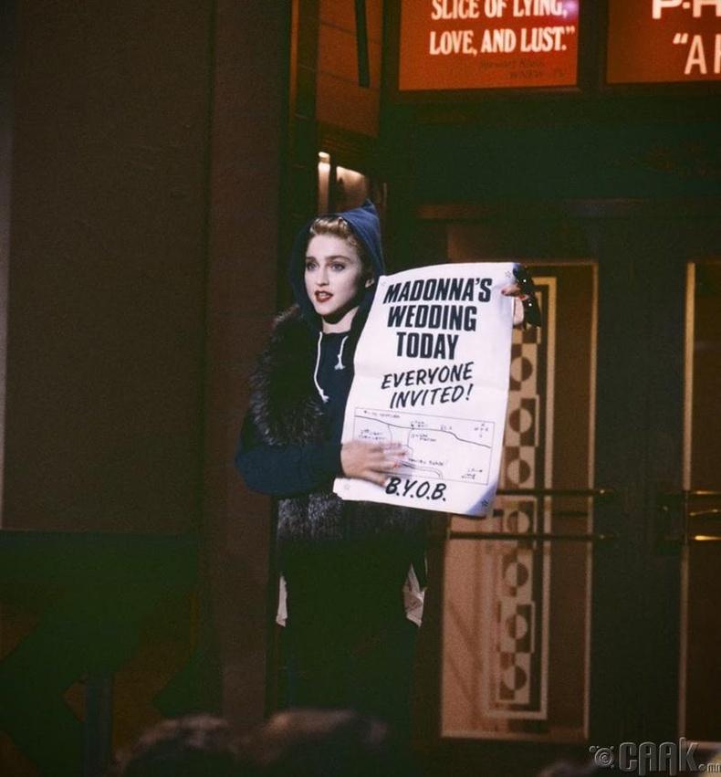 """Мадонна (Madonna) хамгийн анх удаа """"Saturday Night Live"""" шоунд оролцож байгаа нь"""