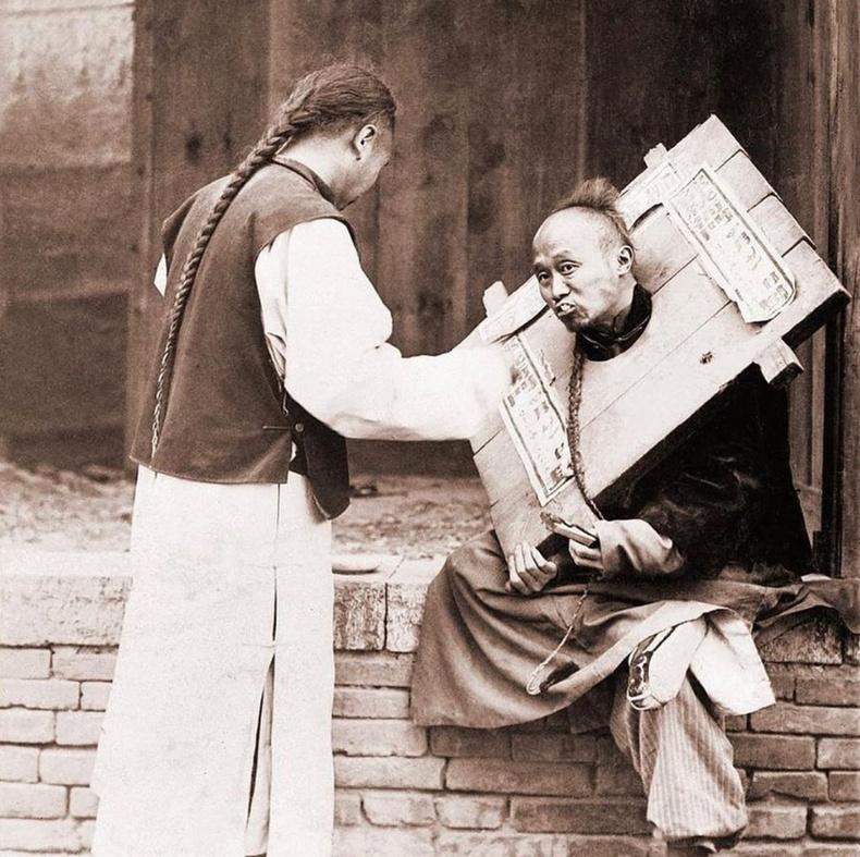 Дөнгөлөгдсөн хүнийг хооллож буй нь, 1920 он