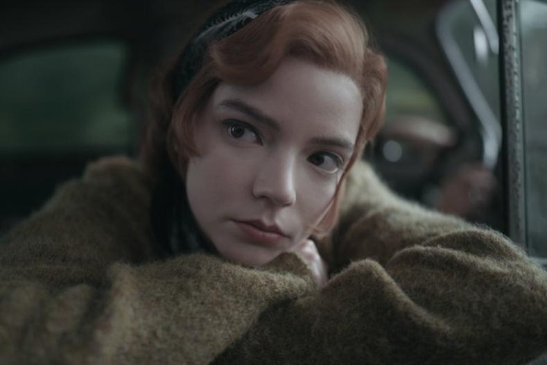 """""""The Queen's Gambit"""" анхандаа бүрэн хэмжээний нэг ангит кино болох ёстой байсан"""