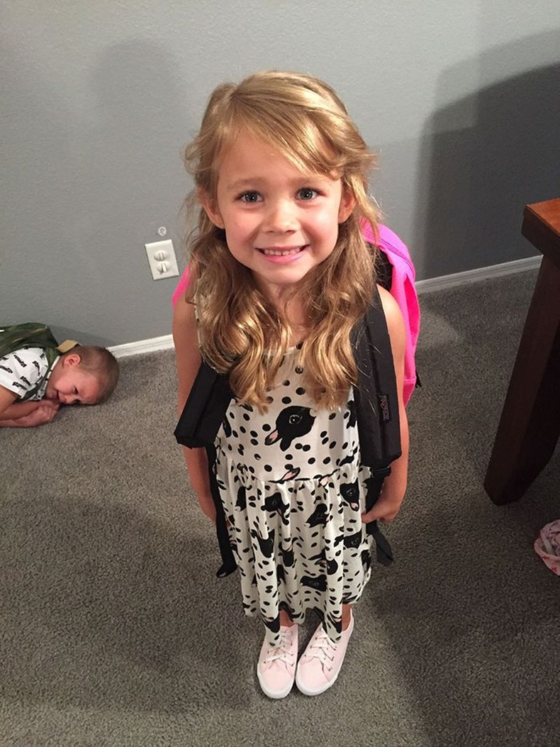 Хичээлийн эхний өдөр сургууль дээр 2 төрлийн хүүхэд ирдэг.