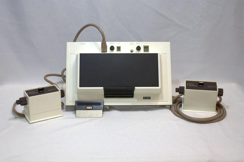 Хамгийн анхны арилжааны видео тоглоомын консол. Magnavox Odyssey, АНУ - 1972 он