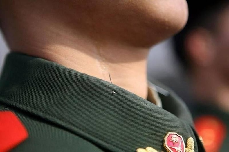 Хятадын цэргүүдэд номхон зогсохыг ингэж сургадаг
