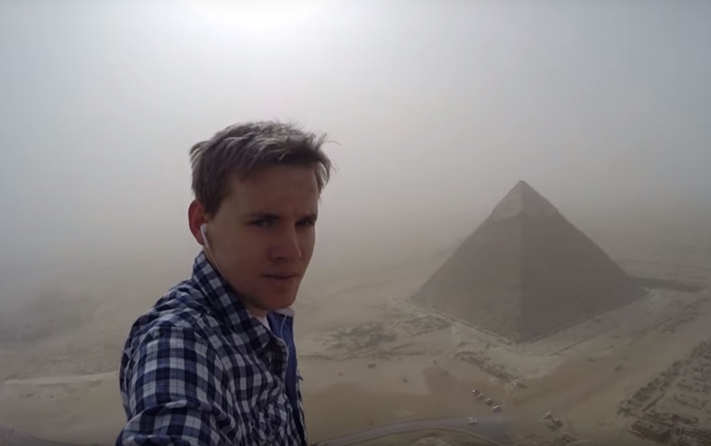 Пирамид дээр гарсан хүү шоронд оржээ