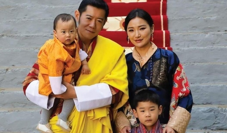 Бутаны хааны гэр бүл бяцхан хунтайжийнхаа нэг насны ойг тэмдэглэжээ (20 фото)