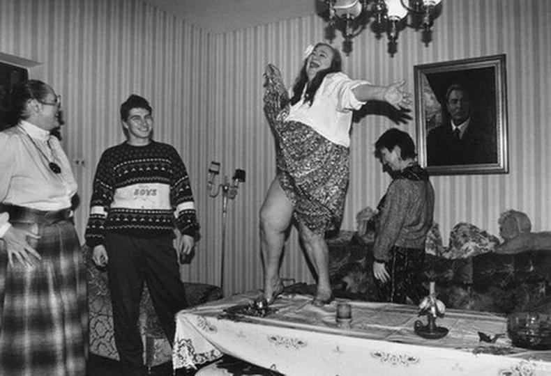 ЗХУ-ын удирдагч Леонид Ильич Брежневийн охин Галина бүжиглэж байгаа нь