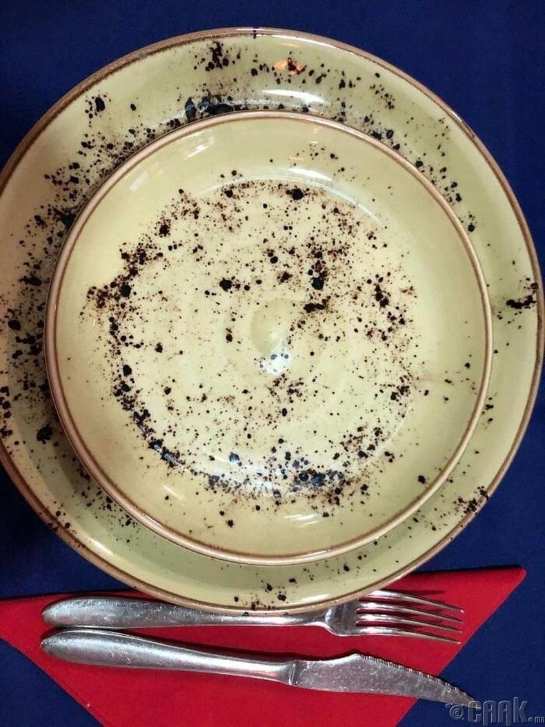 Энэ таваг цэвэрхэн үү?