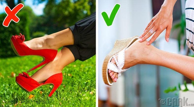Өвсөн дээр ямар гутал өмсөхөө анхаараарай