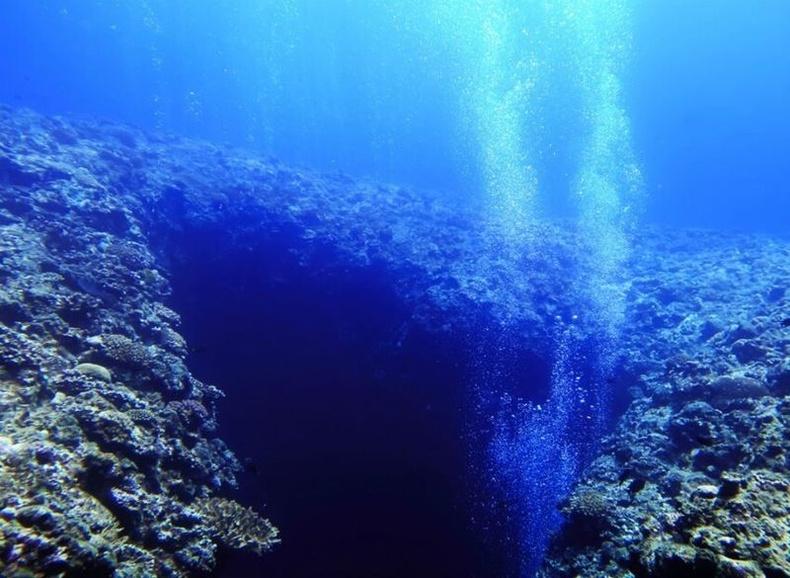 Далай гүн дэх ус маш халуун