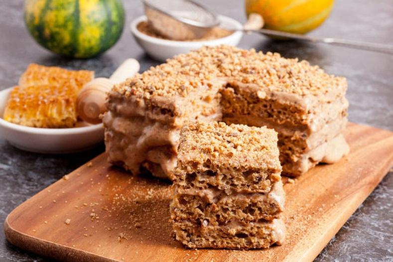 Зөгийн балтай амтат бялуу хэрхэн хийх вэ?