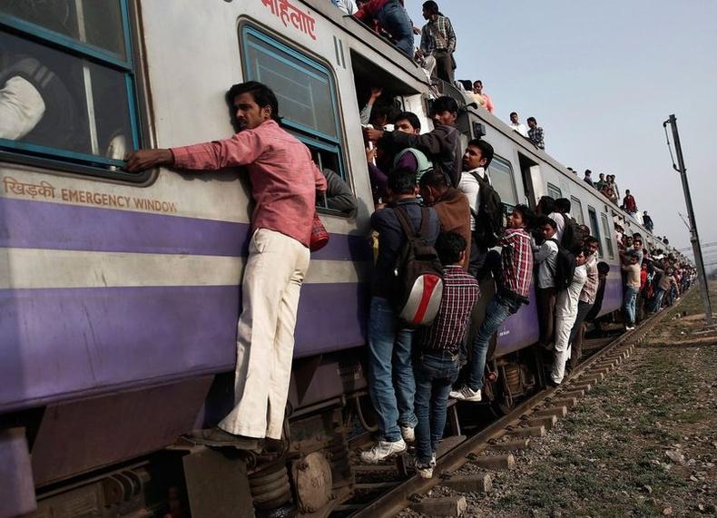 Зарим галт тэрэг болон төмөр зам өнөө цагт хэт хуучирсан боловч зорчигчдын ачааллаа дийлэхгүйн улмаас үйлчилгээнд гаргахаас өөр арга байдаггүй аж.
