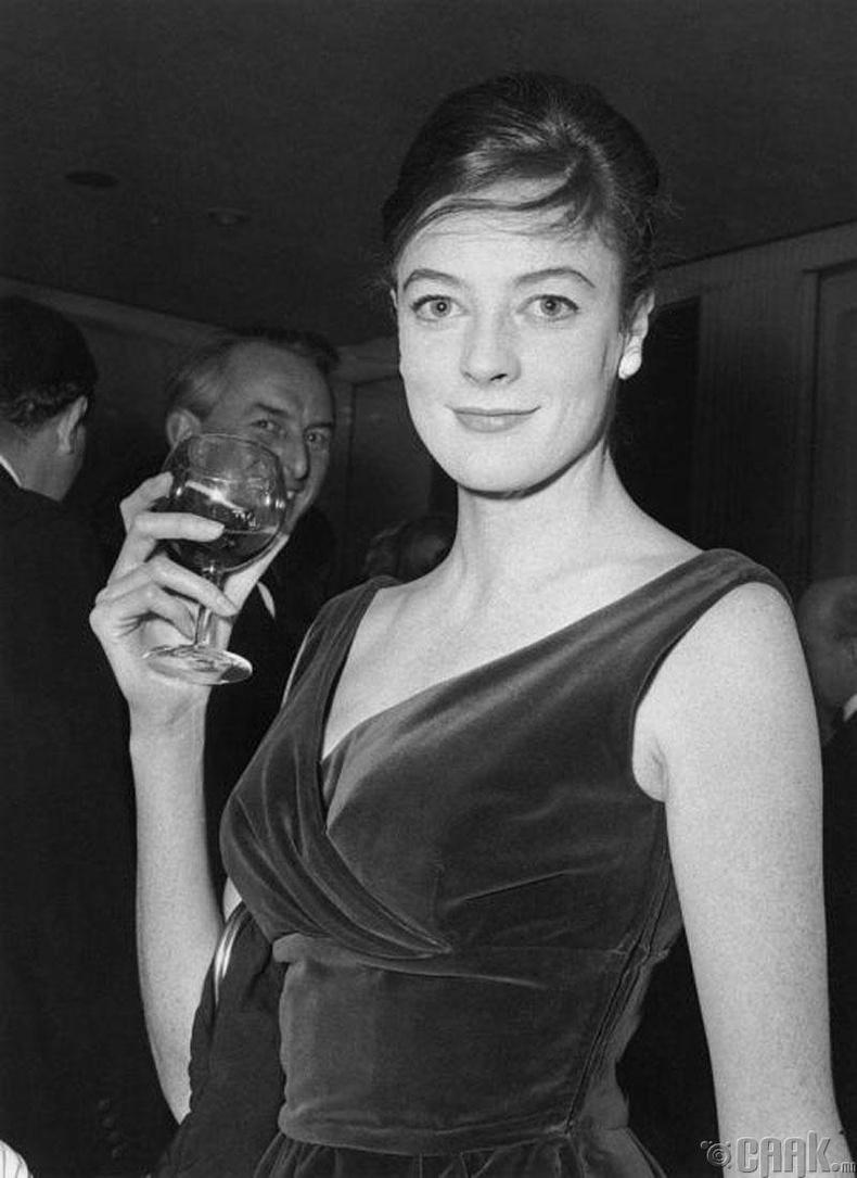 Английн нэрт жүжигчин Мэгги Смит (Maggie Smith) 27 настайдаа, 1962 он