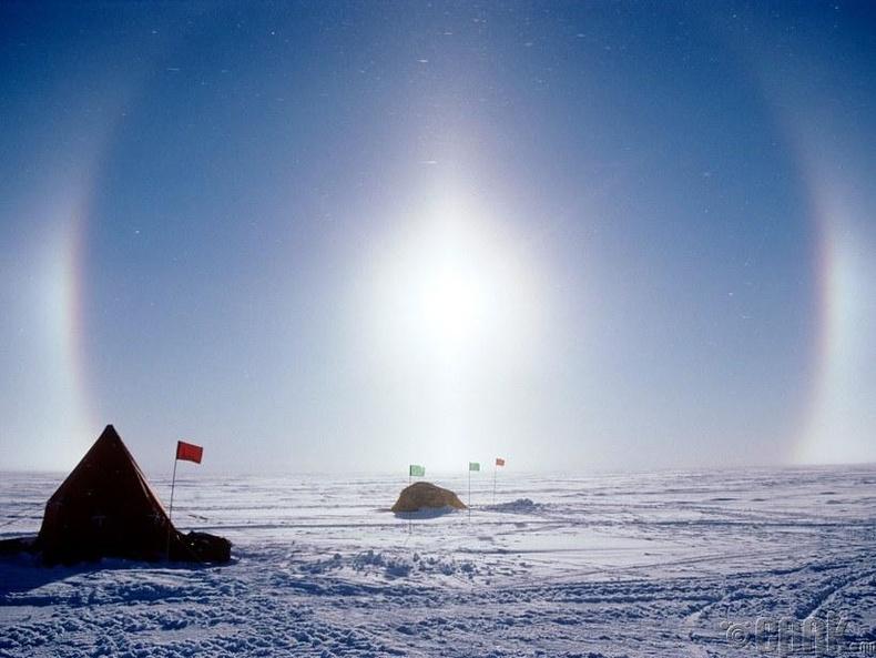 Мөсөн дээр туссан нарны гэрлийн эффект