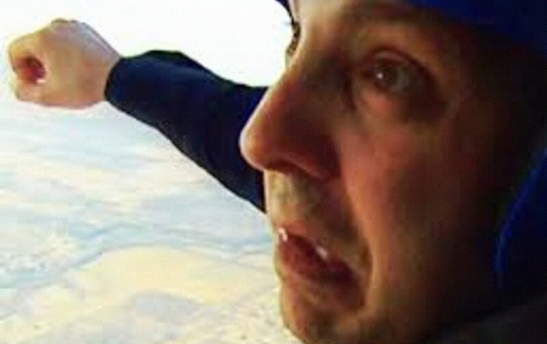 Шүхрээ мартаж онгоцноос үсэрсэн цорын ганц хүний түүх